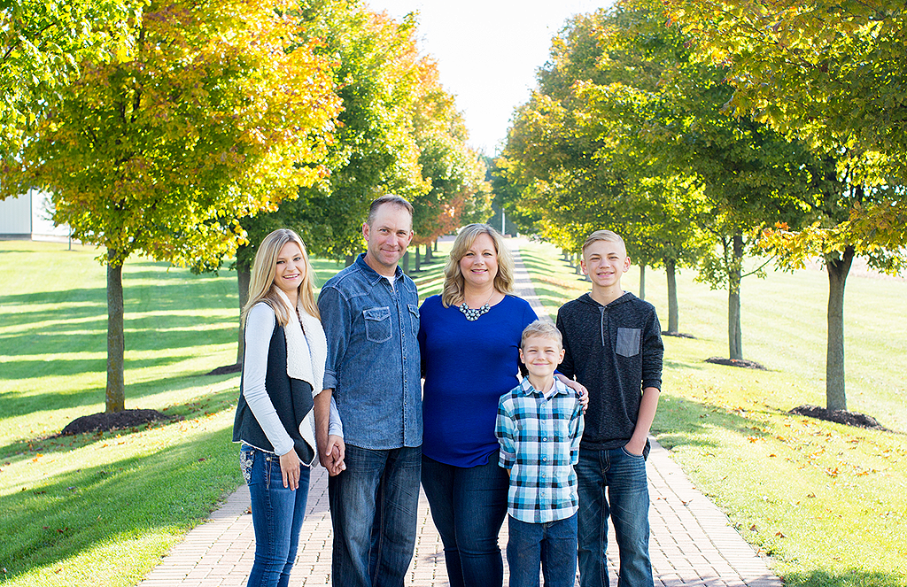 family portrait by pixelations photography